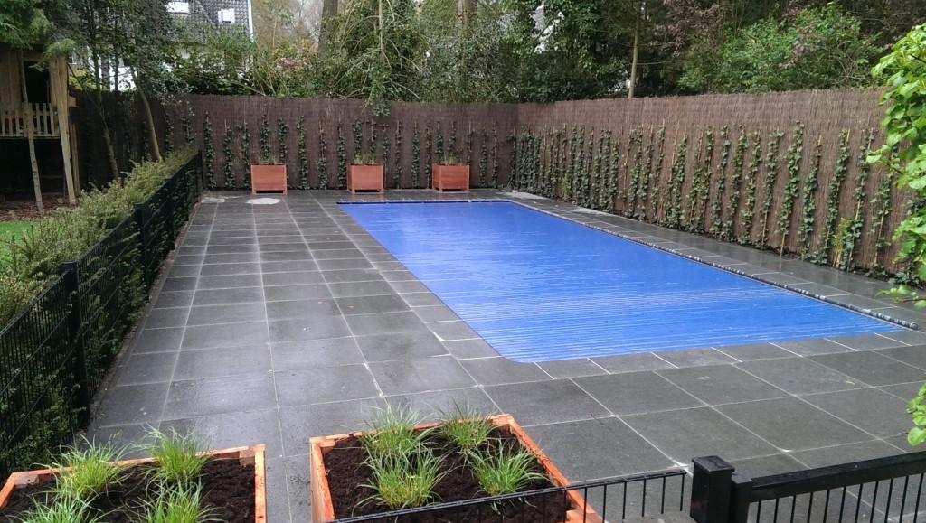 Aanleg van een zwembad mk hoveniers - Rond het zwembad ...